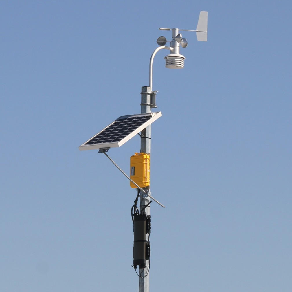 Advanced multi function logger used in a weather sation configuration