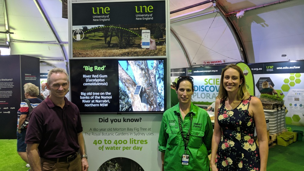 Ric and Michelle visit UNE's display at the Farm of the Future pavilion